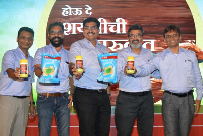 BASF team unveiling Acrobat Complete & Sercadis Plus fungicides for grape growers at the launch event in Nasik, Maharashtra